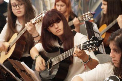 уроц-по-китара-Guitar-lessons-768x512